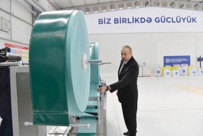 İlham Əliyev və Mehriban Əliyeva tibbi maska istehsalı müəssisəsinin açılışında — YENİLƏNİB