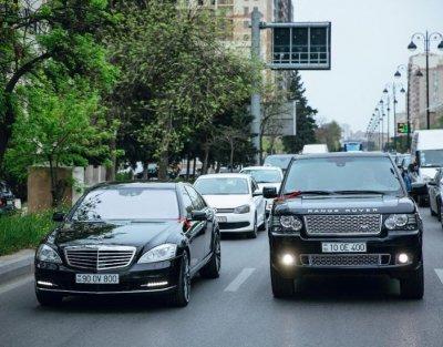 """Başçı müavini İlham Məmmədovun övladlarının avtomobil kolleksiyası üzə çıxdı: """"Mercedes"""", """"Range Rover"""" - 300 - 800"""