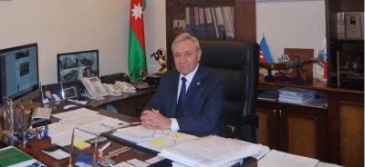 Rektor oğlu qumarda 70 min uduzan, adı plagiat və rüşvətdə keçən dekanı qoruyur – GDU-da skandal
